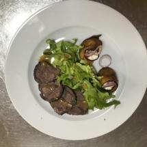 Joue de boeuf roulé d'aubergine au chèvre